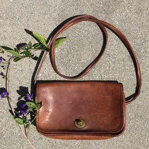 Vintage beautiful coach bag. 💓